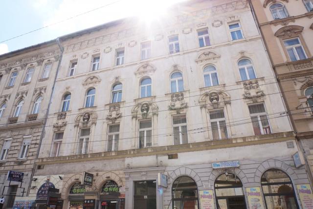 Eladó Lakóingatlan, önálló iroda, önálló üdülő, 1076 07. Ker. Budapest, Tégla